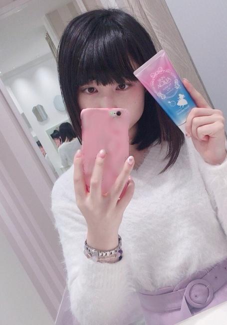 Marketing kiểu Nhật In ngược bao bì trên tuýp kem chống nắng để chị em selfie cho tiện
